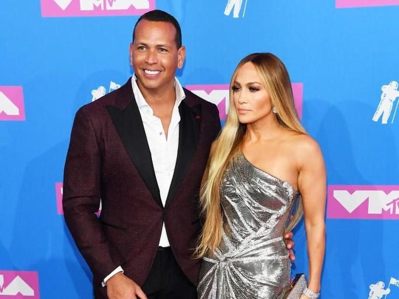 Mewahnya Cincin Tunangan Jennifer Lopez Senilai Rp 14,2 M