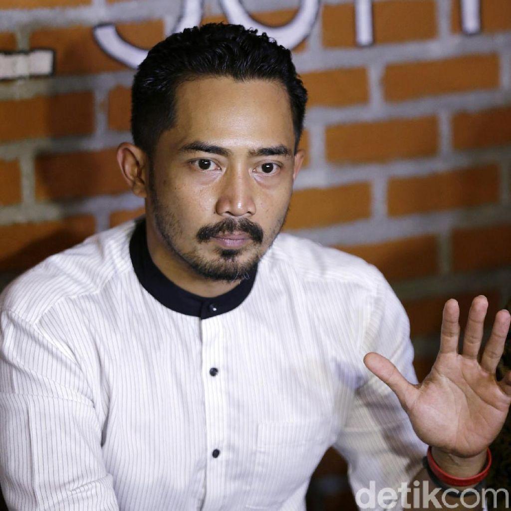 Yama Carlos Isyaratkan Ada Orang Ketiga di Rumah Tangganya