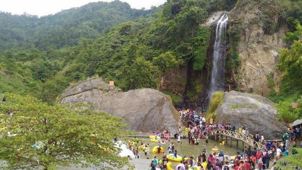 Curug Bidadari merupakan bagian dari Sentul Paradise Park. Curug ini berada di Desa Bojong Koneng, Kecamatan Babakan Madang, Kabupaten Bogor. (Rizki Ramadan/dTraveler)