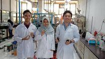 3 Mahasiswa ITS Hasilkan Bioavtur Berkatalisator Abu Sekam Padi