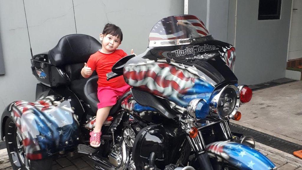 Cool Abis! Gaya Anak-anak Saat Naik Moge Seperti Jokowi