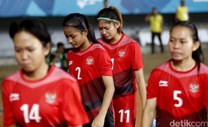 Momen Timnas wanita Indonesia saat meneteskan air mata usai dibantai Korea Selatan.