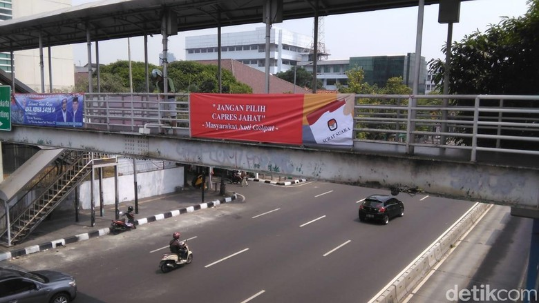 Spanduk Jangan Pilih Capres Jahat Disebar di Jakarta