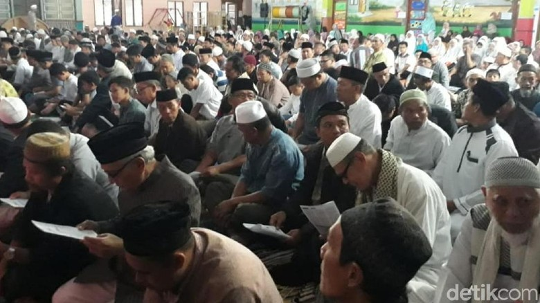 Sebagian Warga Sukabumi Laksanakan Shalat Idul Adha Hari Ini