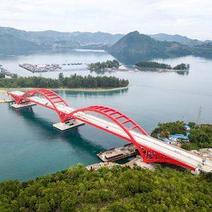Megahnya Jembatan Holtekamp Membentang di Atas Teluk Youtefa Papua
