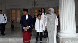 Anies dan Keluarga Salat Idul Adha di Balai Kota