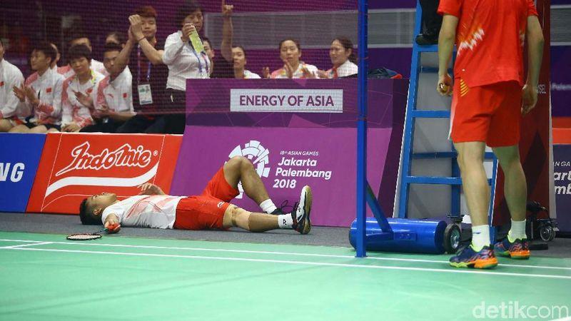 Foto: Anthony Ginting berjuang sampai penghabisan dalam laga final bulutangkis beregu Asian Games 2018. Tekadnya mengagumkan rakyat Indonesia (Grandyos Zafna/detikcom)