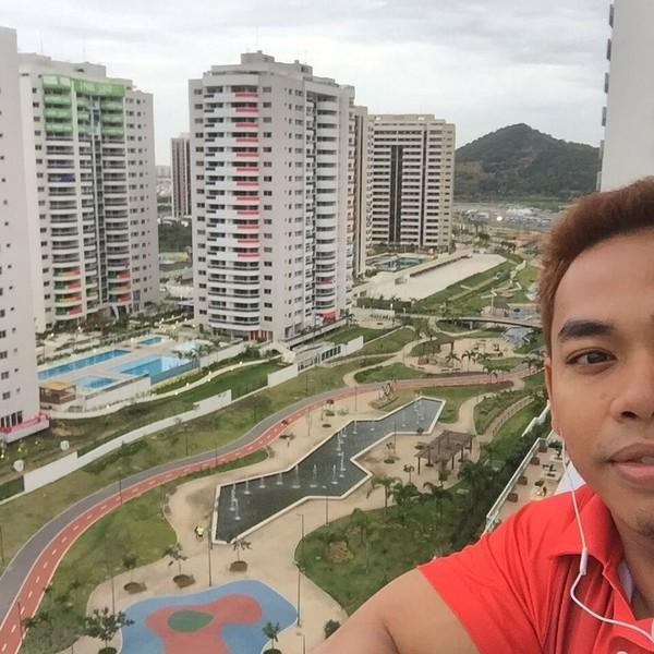 Eko Yuli berfoto di Barra da Tijuca, Olimpiade RIo 2016. Di sana Eko berhasil menyabet medali perak (ekopower62/Instagram)