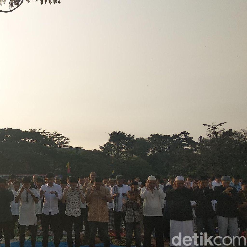 Ribuan Warga Bandung Salat Id di Lapangan Gasibu