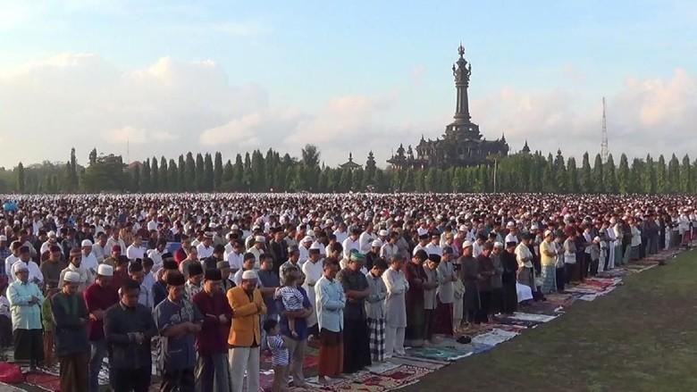Salat Idul Adha, Umat Muslim Bali Doakan Korban Gempa Lombok