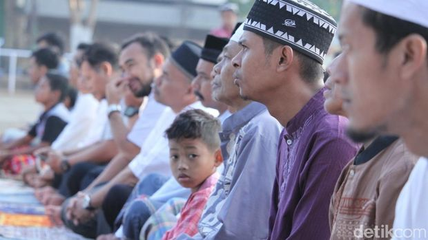 Ribuan Warga Majalaya Salat Id dan Doakan Korban Gempa Lombok