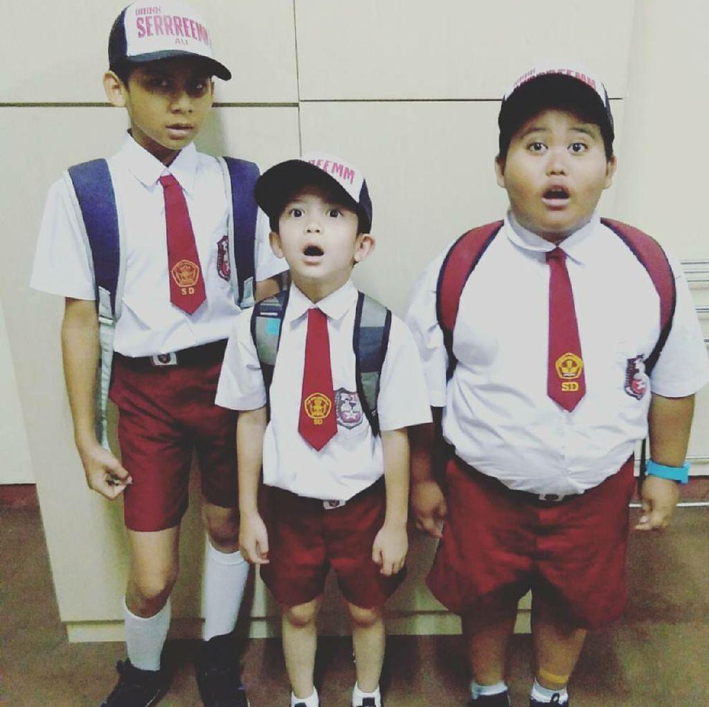 Potret Fairel, Bocah Pramuka yang Melongo Lihat Jokowi Naik Moge