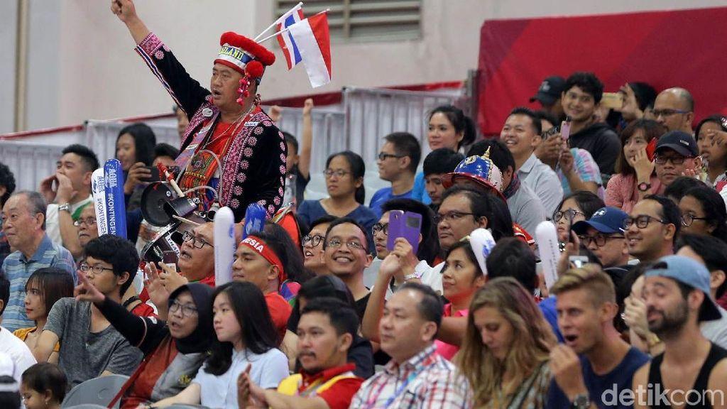 Suporter Thailand pun Ikut Dukung Lifter Indonesia