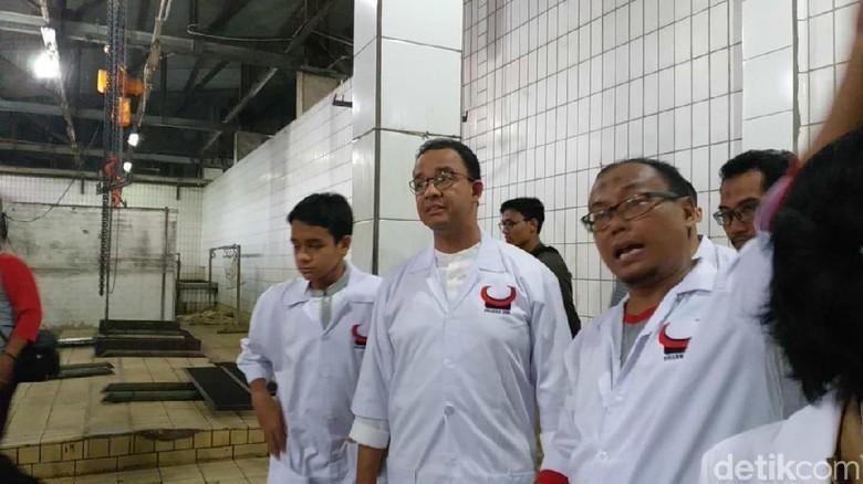 Kunjungi RPH Dharma Jaya, Anies Pelajari Organ Sapi Layak Konsumsi