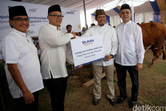 Merayakan Hari Raya Idul Adha Bank Mandiri menyumbangkan hewan kurban untuk Lombok.