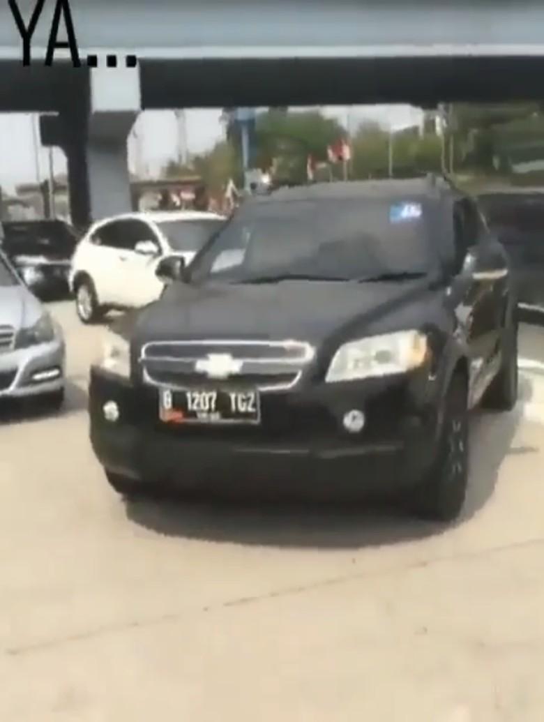 Viral Sopir Mobil Stiker TNI Pukul Bocah, TNI: Itu Sipil Arogan