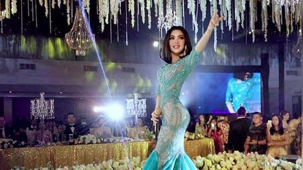 Cetar! 4 Desainer Ternama Dandani Syahrini di Konser Jambul Khatulistiwa