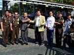 Kemendes Serahkan 7 Ekor Sapi Kurban di Bengkulu