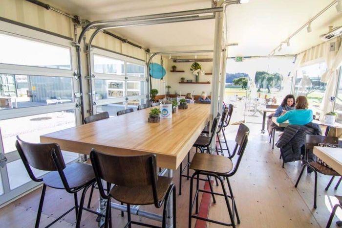 Restoran ini didesain oleh Mavrik Studio. Ada bagian outdoor dan indoor untuk anda yang ingin kongkow dan menikmati makanan. Restoran bernama Mersea ini terletak di jantung kota Treasure Island. Istimewa/Inhabitat.