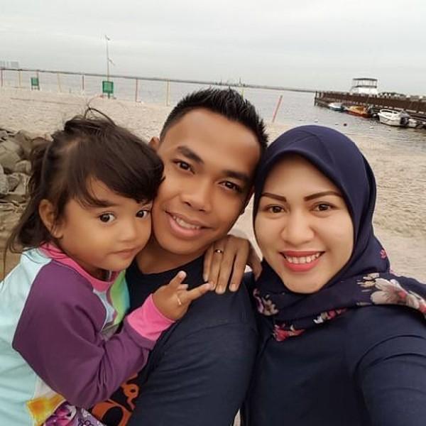 Eko Yuli Irawan juga menikmati liburan keluarga. Ini foto mereka saat liburan ke Ancol di Jakarta (ekopower62/Instagram)