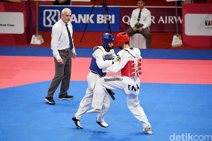 Atlet taekwondo asal Indonesia Ibrahim Zarman berhasil tundukkan atlet taekwondo asal Uzbekistan Nikita Rafalovich.