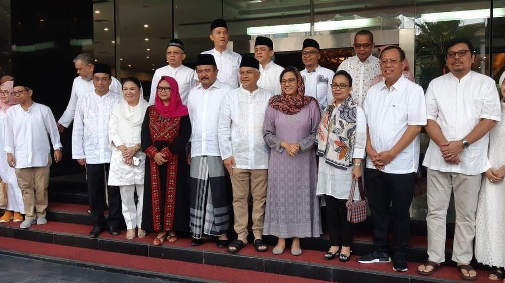 Sri Mulyani dan Menteri-menteri Jokowi Salat Ied di Kantor Pajak