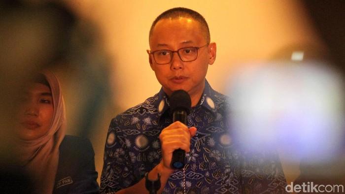 Sekjen Partai Amanat Nasional (PAN) Edy Soeparno bersama jajaran pengurus PAN menyampaikan keterangan pers mengenai HUT ke-20 PAN di Kantor DPP PAN, Jalan Senopati, Jakarta Selatan, Rabu (22/8/18). HUT PAN mengusung tema Bela Rakyat, Bela Umat.