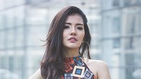 Selain menjadi model dan penyanyi, Anggia chan juga Sarjana Hukum dari Universitas Bung Karno. Foto: Dok. Instagram/anggia_chan