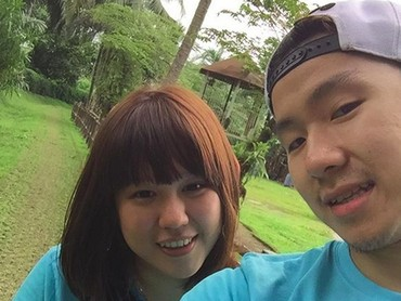 Marcus dan Agnes memang sering terlihat mengenakan baju kembaran. Kompak banget ya pasutri yang satu ini. (Foto: Instagram/ @marcusfernaldig)
