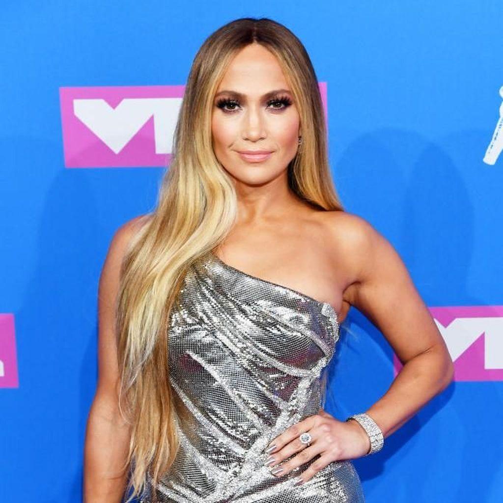 Tetap Bugar di Usia 49, Jennifer Lopez Rutin Sarapan Menu Ini
