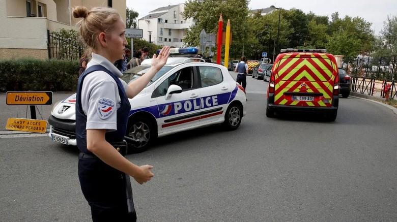 ISIS Mengklaim Dalangi Aksi Penikaman di Pinggiran Paris
