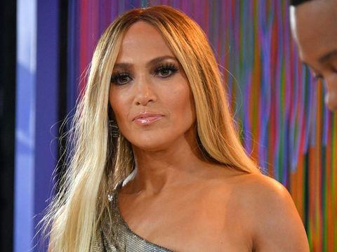 Mevvah! Jennifer Lopez Pakai Anting Berlian yang Harganya Bikin Melongo
