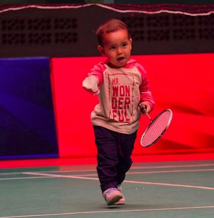 Perkenalkan, ini anak pertama pebulu tangkis Tontowi Ahmad, Danish Arsenio Ahmad. The next Tontowi nih. (Foto: Instagram @danisharsenio)