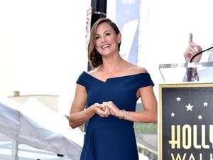 Lucunya 10 Years Challenge Jennifer Garner, Pamer Celana Dalam Sobek