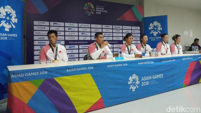 Li Xiaoxiong (paling kiri) mengungkap cara China mengatasi panasnya Palembang sehingga tetap sukses menyabet medali-medali emas Asian Games 2018 (Foto: Yanu Arifin/detikSport)