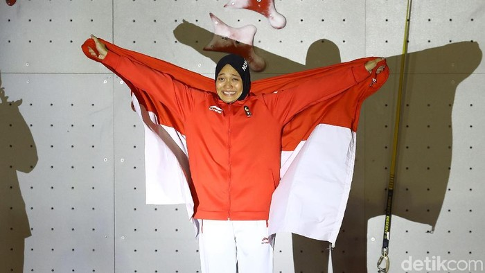 Aries Susanti Rahayu lahir pada 22 Maret 1995 di Grobogan, Jawa Tengah. Ia berhasil menyumbangkan medali emas untuk Indonesia di cabang Panjat Dinding Asian Games 2018. (Foto: Rachman Haryanto)