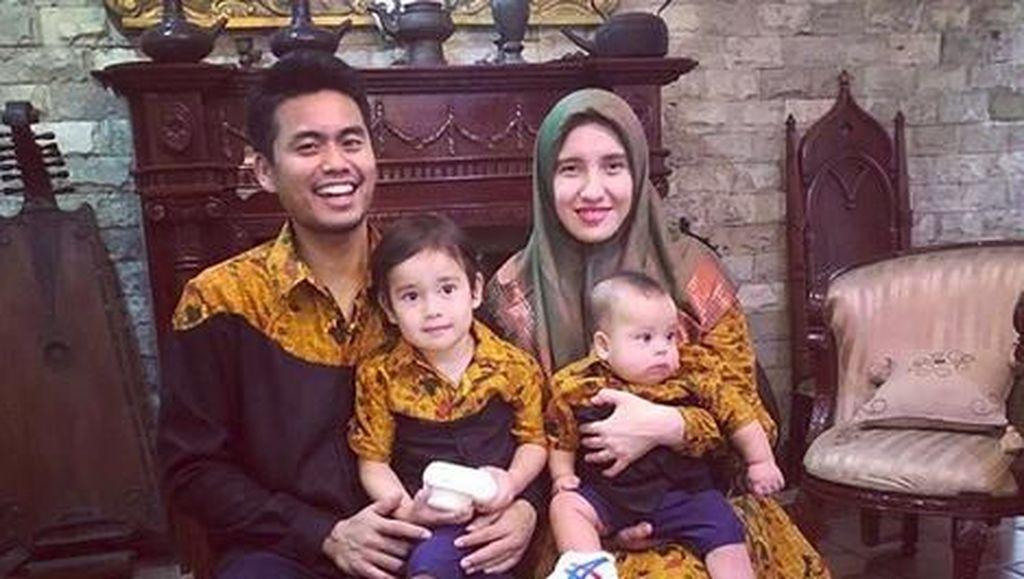 Foto Penuh Senyum Keluarga Kecil Pemain Bulu Tangkis, Tontowi Ahmad