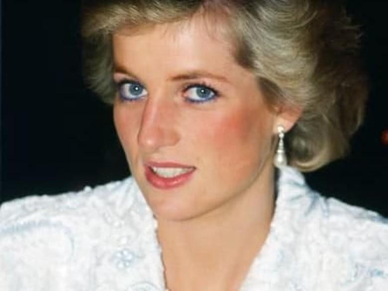 Alasan Putri Diana Selalu Tampak Menunduk di Depan Publik
