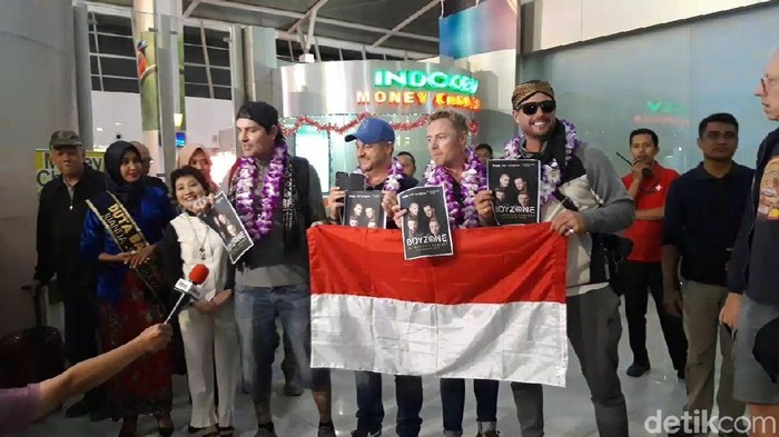 Boyzone tiba di Surabaya. (Foto: Hilda Meilisa Rinanda)