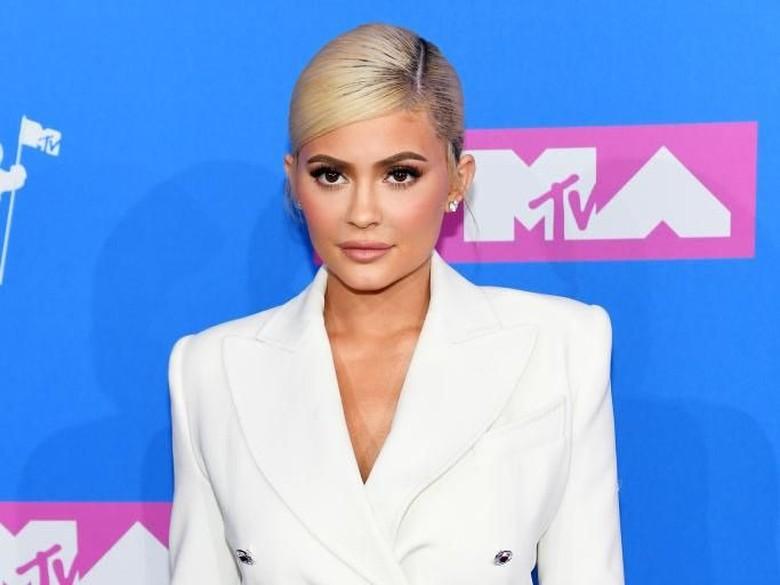 Ups! Lagi-lagi Kylie Jenner Dituntut Setelah Dituding Plagiat