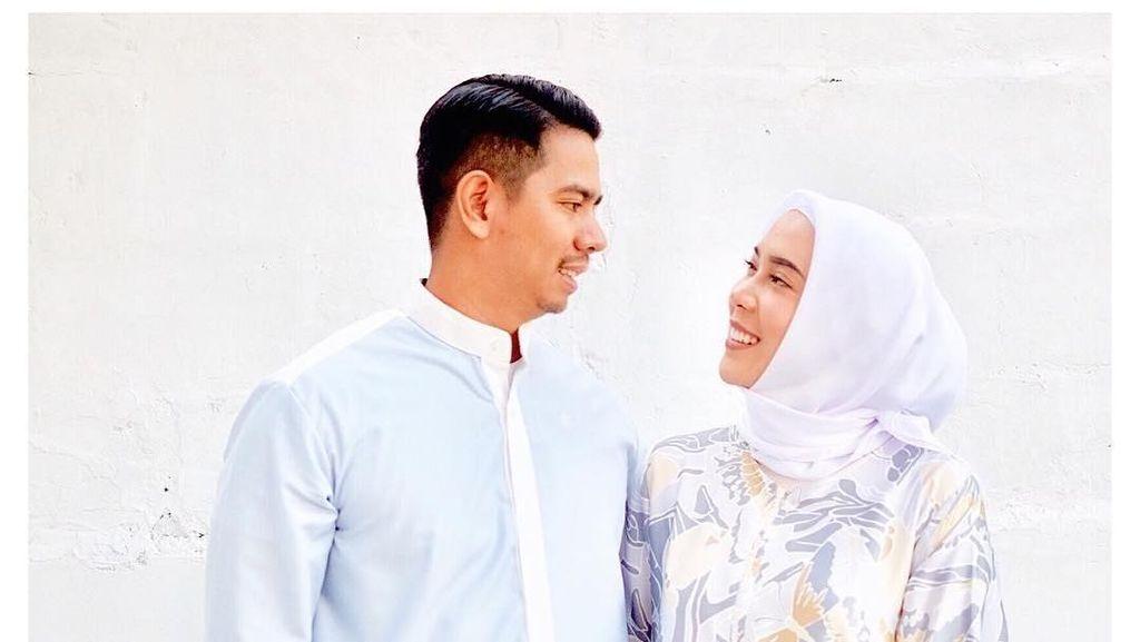 Lebaran Pertama Pakai Hijab, Ini Gaya Nikita Mirzani dan Fitrop