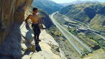 Gaya Traveling Reza Alipour, Si Tampan Atlet Speed Climbing Iran