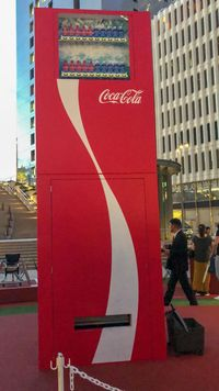 Ini Dia 'Volley Vending Machine' yang Sengaja Dibuat dengan Tinggi 3 Meter!
