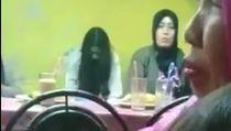 Hii! Heboh Penampakan Hantu di Video Bocah Makan Jagung di Puncak