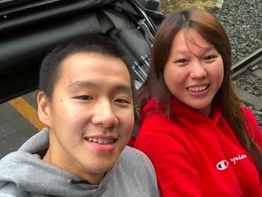 Liburan ala Marcus Gideon dan sang istri. Santai tapi tetap romantis. Hi-hi-hi. (Foto: Instagram/ @marcusfernaldig)