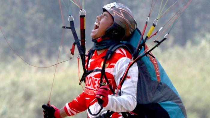 Atlet Paralayang Jafro Megawanto yang menambah perolehan emas Indonesia di Asian Games 2018 hari ini (Foto: Tagor Siagian/Antara Foto/INASGOC)