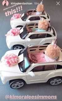 Khloe Kardashian Posting Foto Bayinya di Mobil Bentley, Netizen Nyinyir