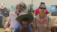 Lihat saja foto keluarganya tersebut dengan gaya era 60-an.Dok. Instagram/shareefadaanish