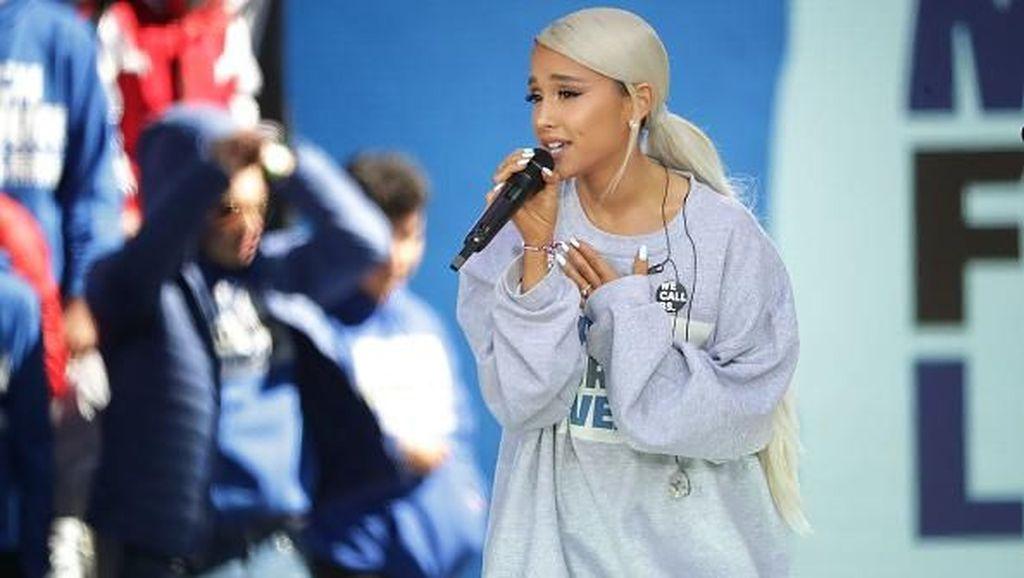 Muncul Perdana Pasca Kematian Mac Miller, Ariana Grande Nangis