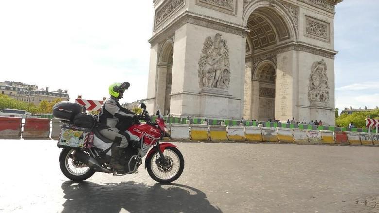 Stephen Langitan, Bikers Indonesia yang Tuntas Touring Jakarta-London Foto: Dok. Stephen Langitan